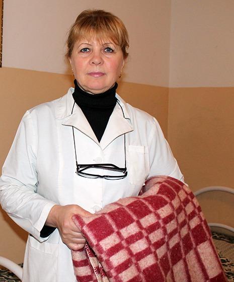 Санитарка Л. Денисова