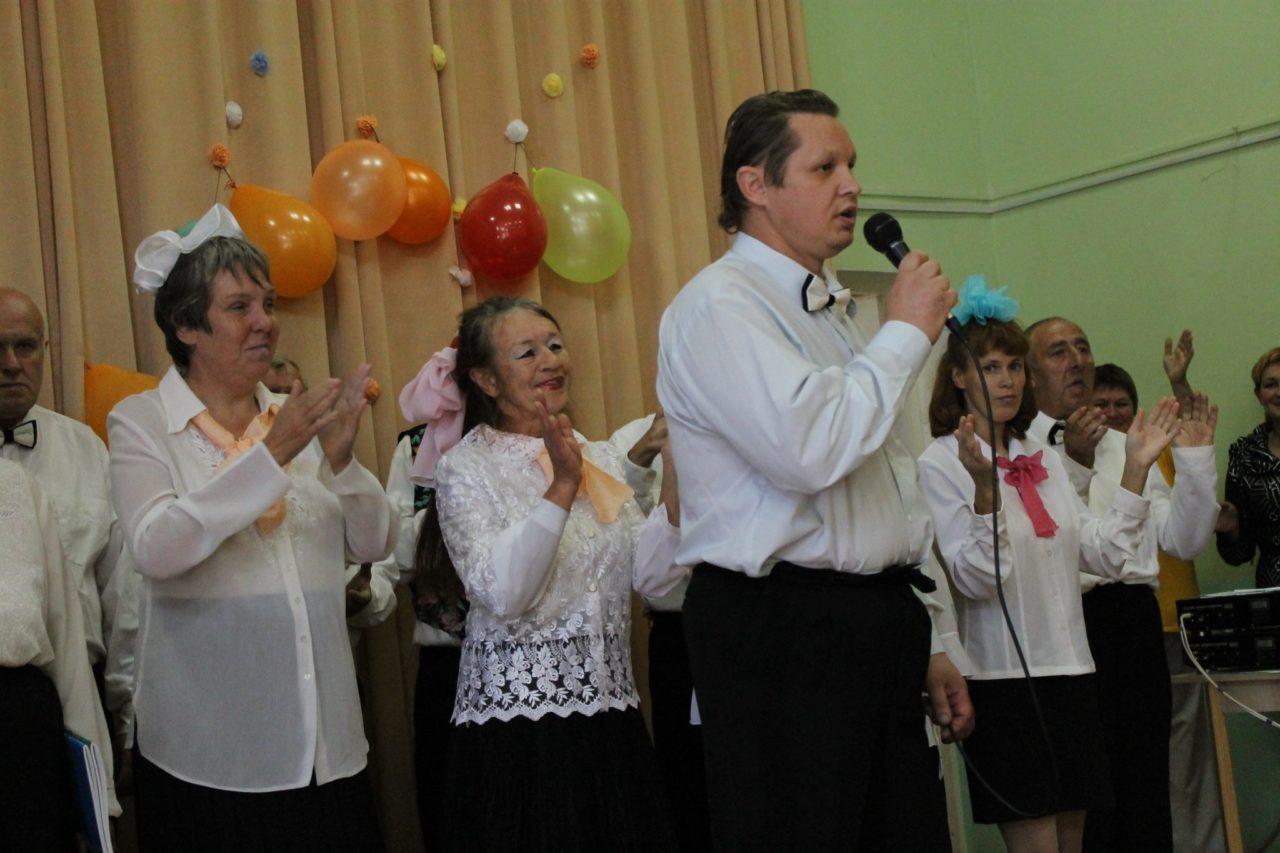 Поёт А. Шевяко